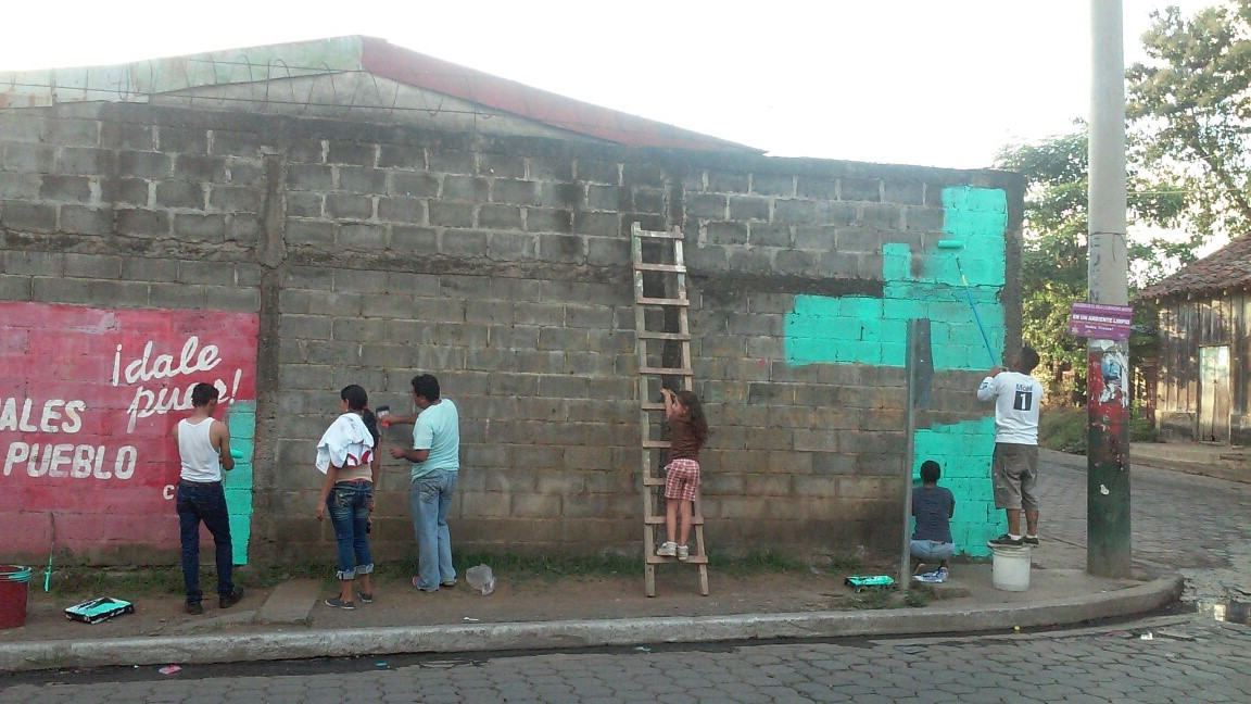 Starting the mural in El Viejo.