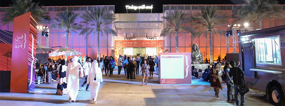 Visitors at Abu Dhabi Art 2014, Manarat Al Saadiyat/Courtesy of  Islamic Art Magazine, Cool Box, and Abu Dhabi Art.