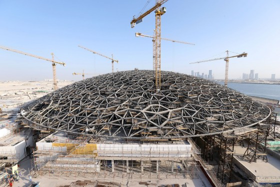 Aerial view of the completed dome structure at the Louvre Abu Dhabi in October 2014/Courtesy of Big Project ME.