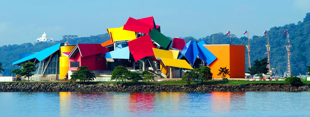 The façade of Panama's Biomuseo echoes traditional tin-roof building techniques and the area's diverse, colorful habitats. (Credit: Victoria Murillo/Istmophoto.com)