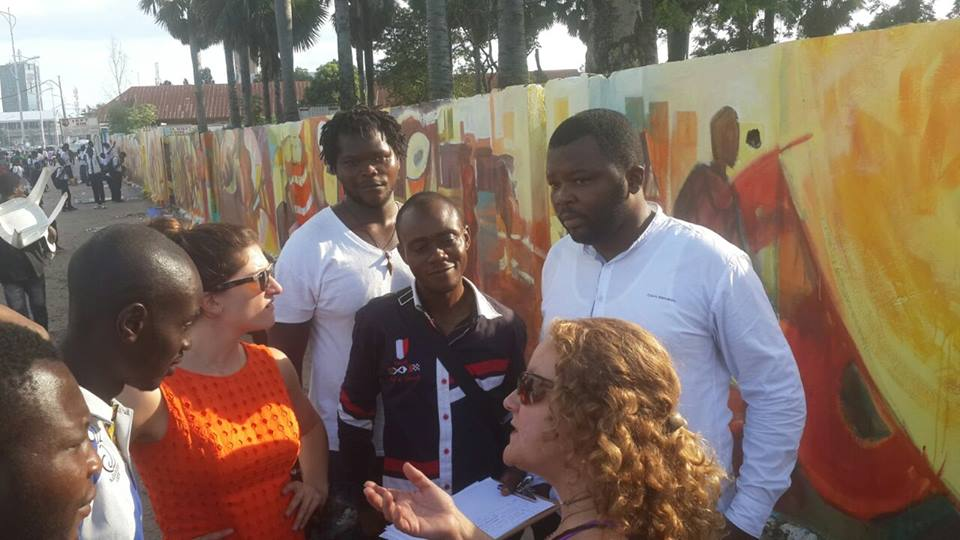 Speaking with student artists at the Académie des Beaux-Arts mural site in Kinshasa.