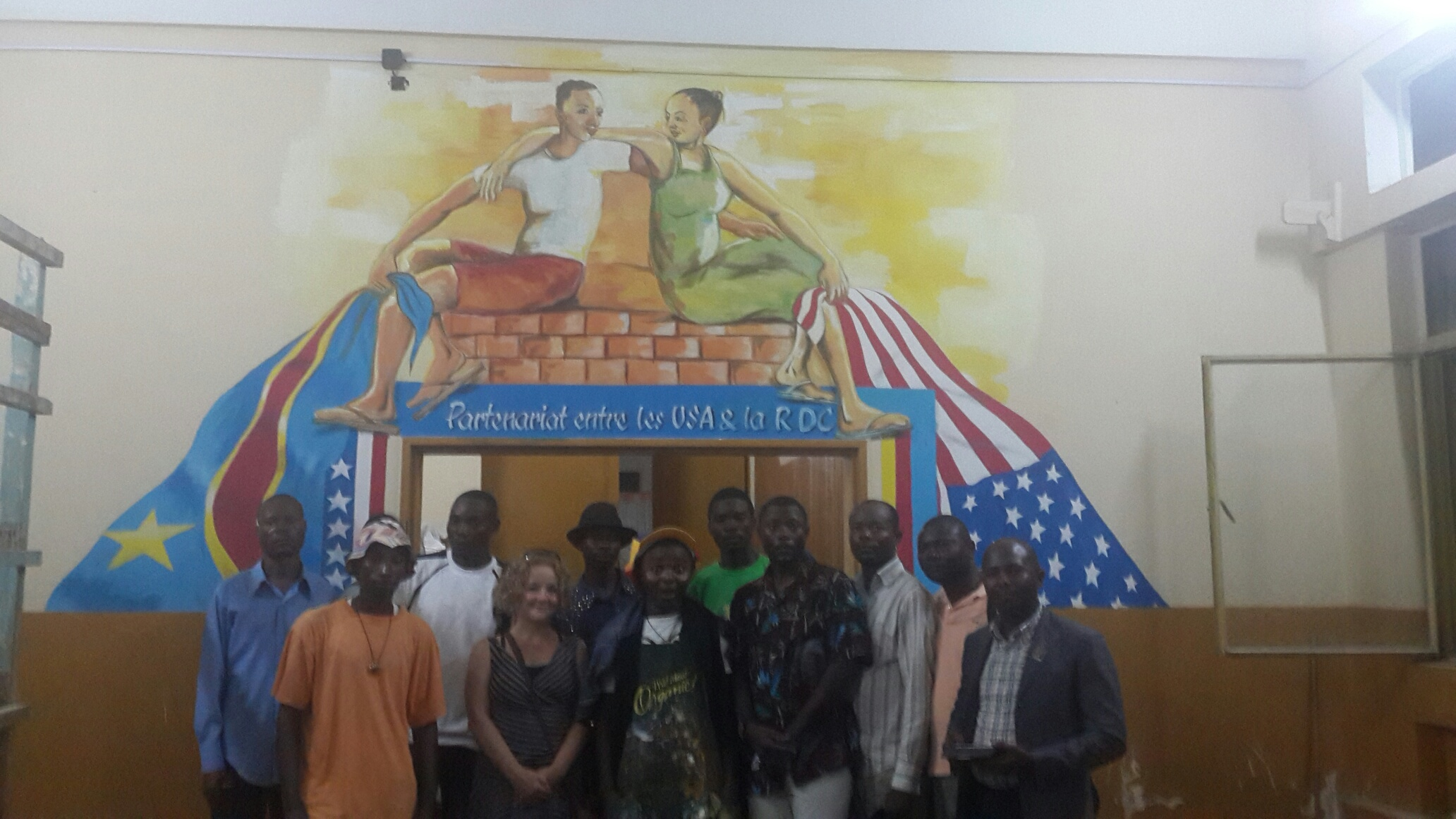 The group of artists with the completed Matadi mural.