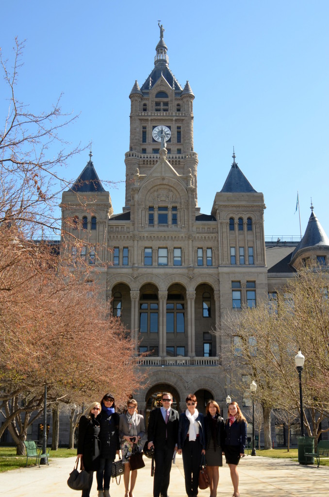 The delegation in front of the City Hall.