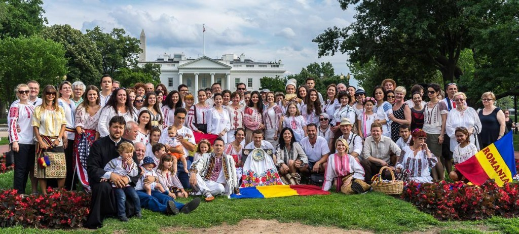 Over 100 Romanians gathered in Lafayette Square in front of the White House to mark the Universal Day of the Romanian Blouse.