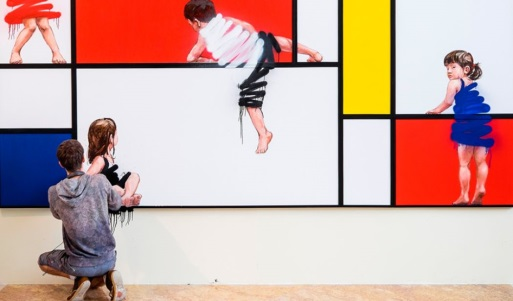 Ernest Zacharevic perfecting his Mondrian-inspired piece at The Ritz-Carlton. Photo courtesy of the Ritz-Carlton Millenia Singapore.
