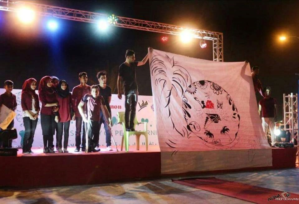 IYLEP graduates and volunteers displaying artwork at the Basra City of Peace Festival